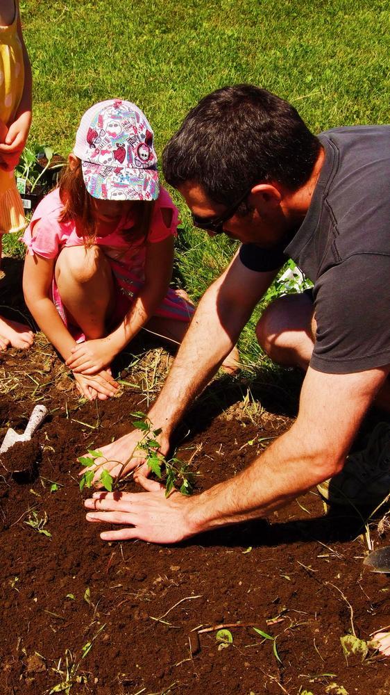 enfant-papa-jardinage